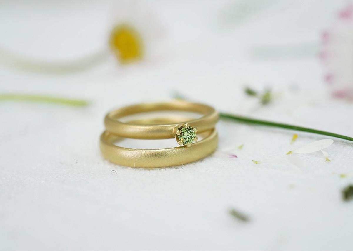FINGERGLÜCK – schlichte Verlobungsringe mit grünem Diamant