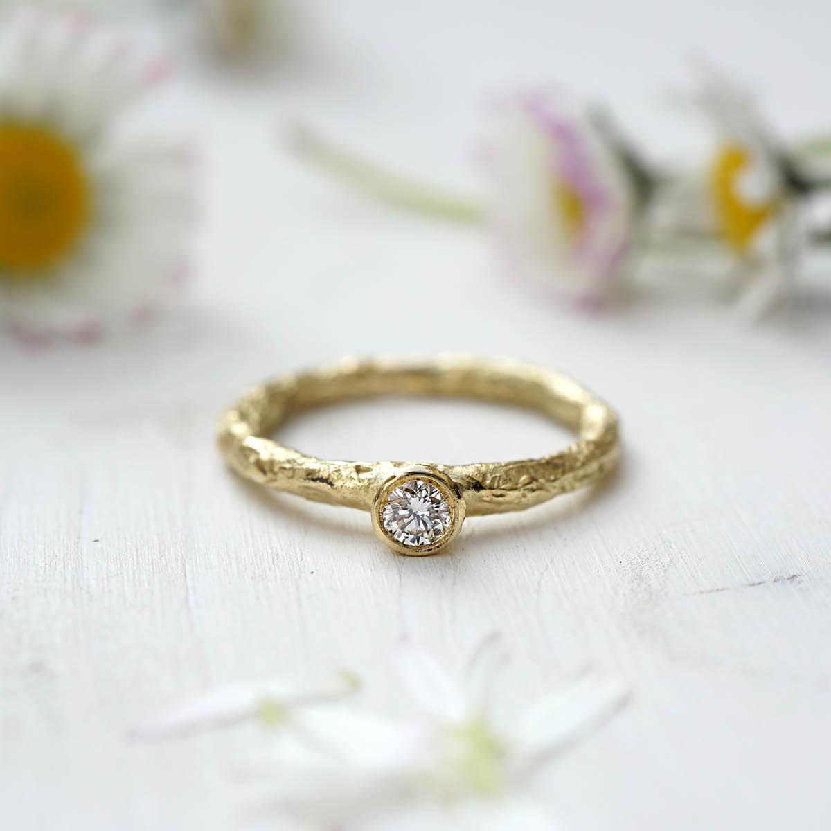 FINGERGLÜCK – Verlobungsringe aus Staniolpapier
