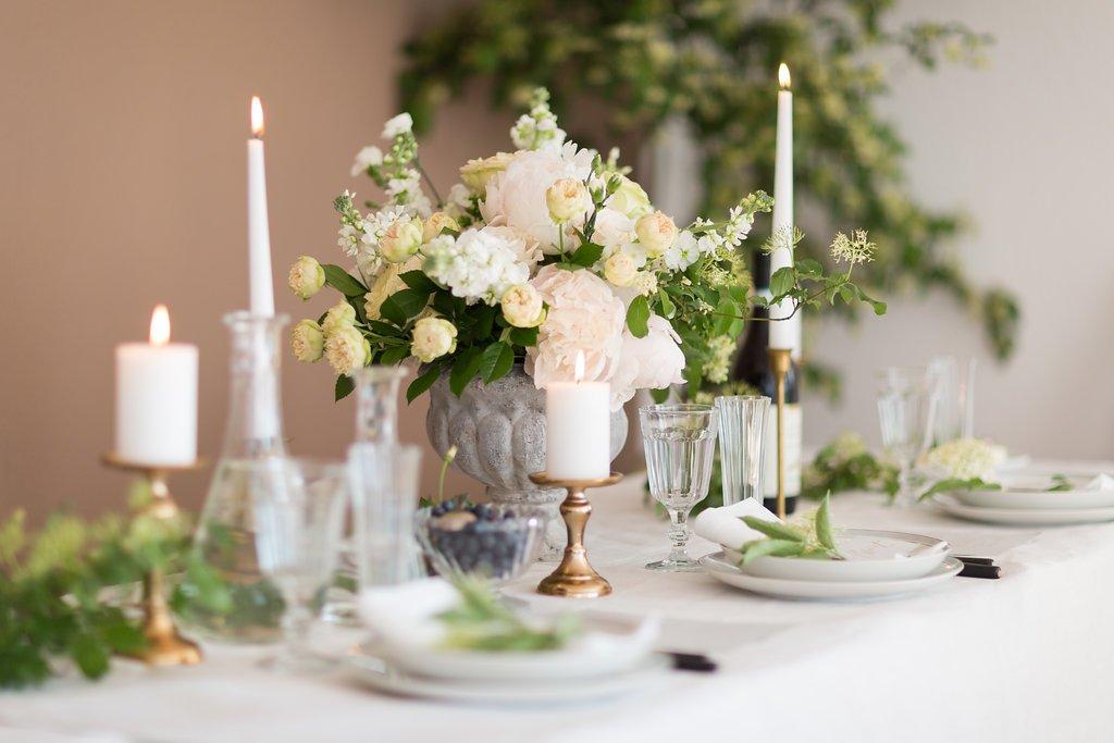 WIE GEMALT – Klassisch edle Hochzeitsinspiration von Julia Basma